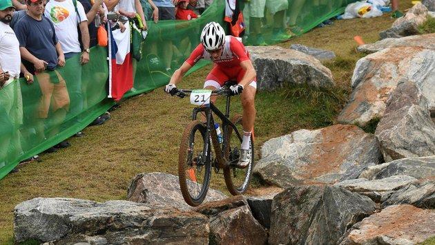 Mountainbike-Ass Gehbauer nach Sturz im Spital (Bild: APA/HELMUT FOHRINGER)