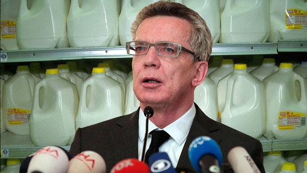 Die deutsche Opposition wirft Innenminister De Maiziere bewusste Angstmache vor. (Bild: AP, thinkstockphotos.de)