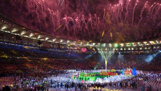 Flamme erloschen! Athleten nehmen Abschied von Rio (Bild: APA/AFP/ED JONES)