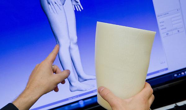 Forscher arbeiten an Prothesen aus dem 3D-Drucker (Bild: APA)