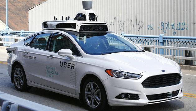 Uber befördert Fahrgäste mit autonomen Autos (Bild: AP)