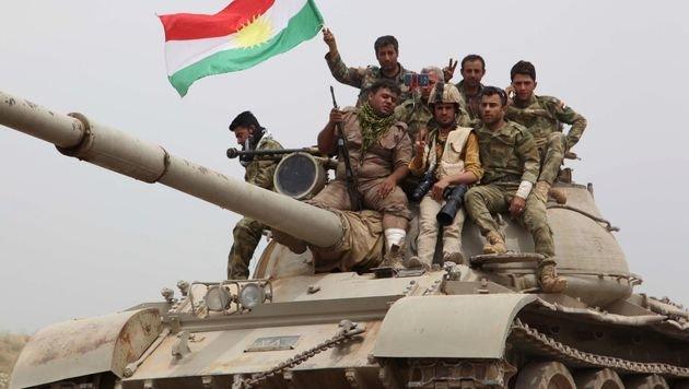 Kurdische Kämpfer in der Nähe von Kirkuk (Bild: APA/AFP/MARWAN IBRAHIM)