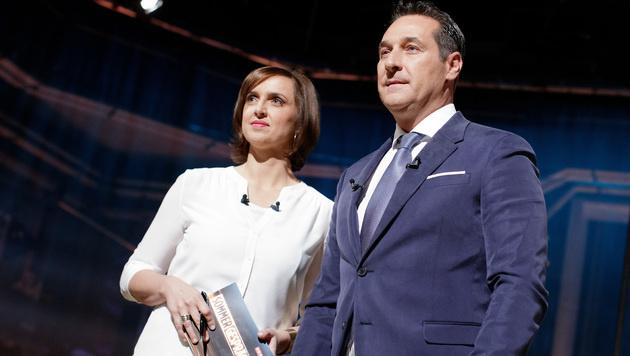 Heinz-Christian Strache und Moderatorin Susanne Schnabl (Bild: APA/GEORG HOCHMUTH)