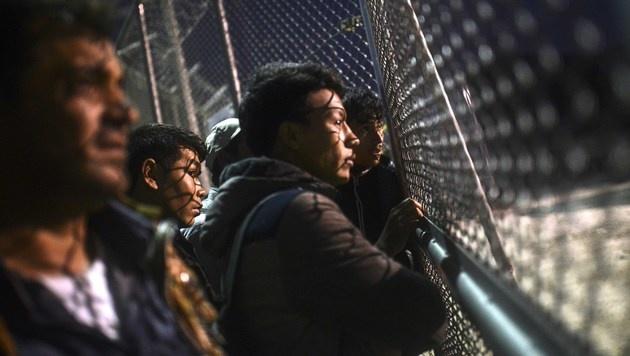 Griechenland: Tausende Migranten untergetaucht (Bild: APA/AFP/BULENT KILIC)