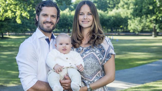 Prinz Alexander mit seinen Eltern Prinz Carl Philip und Prinzessin Sofia (Bild: Kate Gabor/ Kungahuset.se)