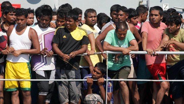 Italien muss Flüchtlinge in Kasernen unterbringen (Bild: AFP)