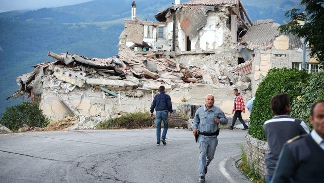 Massenhaft Tote bei schwerem Erdbeben in Italien (Bild: APA/AFP/FILIPPO MONTEFORTE)