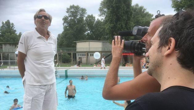 Dreh mit Bademeister K. im Wiener Gänsehäufel (Bild: ORF)