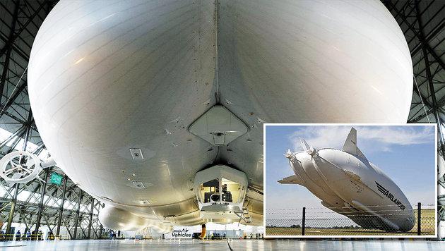 """Fliegender Hintern"" legt Bauchfleck hin (Bild: APA/AFP/ADRIAN DENNIS, twitter.com/airships.net)"