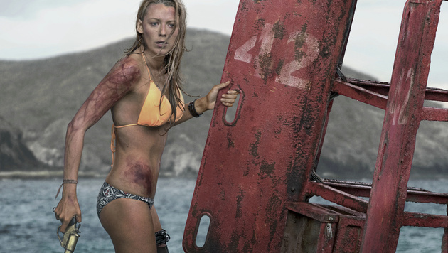 "Killer-Hai jagt sexy ""Gossip Girl"" Blake Lively (Bild: Sony Pictures)"