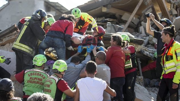 Massenhaft Tote bei schwerem Erdbeben in Italien (Bild: EPA)