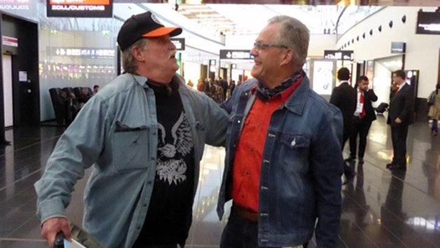 Erstes Treffen der Brüder auf dem Flughafen Wien-Schwechat (Bild: Gerhard Schützenhofer)