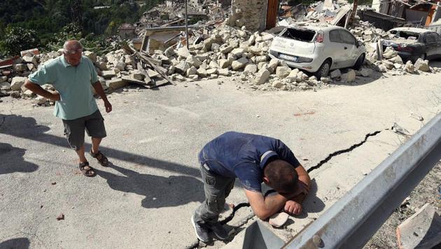 "Erdbeben-Gemeinde geht gegen ""Charlie Hebdo"" vor (Bild: EPA)"