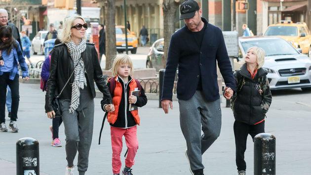Liev Schreiber und Naomi Watts mit ihren Kindern (Bild: Viennareport)