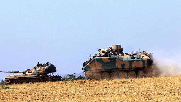 Türkische Panzer in Syrien (Bild: AP)