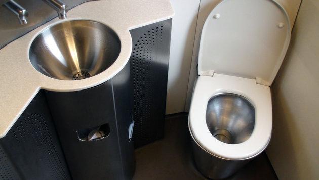 Kein Wasser: Fernzug ohne stilles Örtchen (Bild: thinkstockphotos.de)
