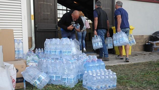 Tausende Menschen wurde in Notunterkünften untergebracht. (Bild: APA/AFP/MARCO ZEPPETELLA)