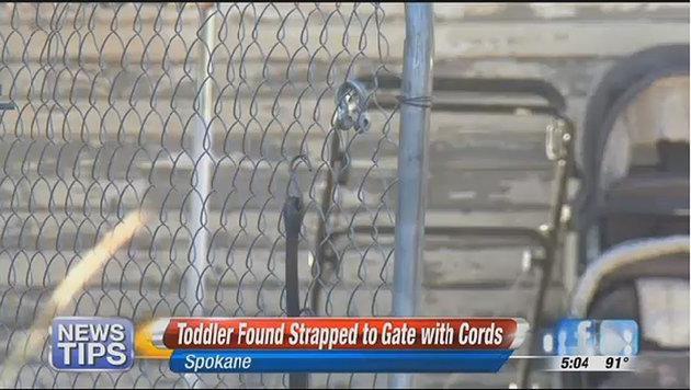 USA: Gefesseltes Baby an Eingangstor gefunden (Bild: Screenshot/KHQ.com)
