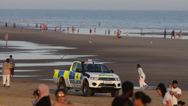 Von Strömung erfasst: 5 Tote an britischer Küste (Bild: AP)