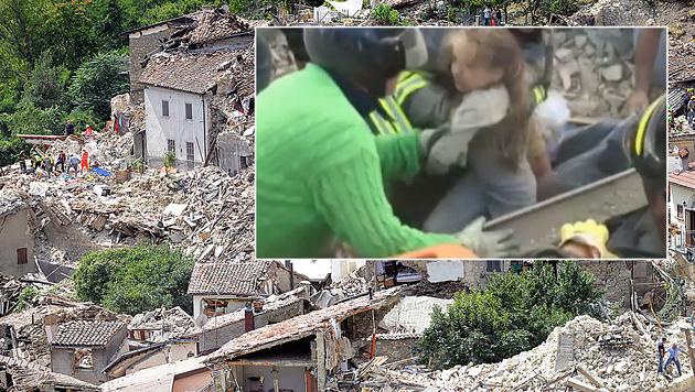 """""""Sie lebt!"""" Retter bergen in Pescara del Tronto die kleine Giorgia aus den Trümmern. (Bild: AP)"""