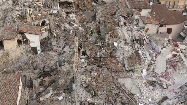 Das Bergdorf Amatrice wurde bereits bei einem Beben im August 2016 schwer verwüstet. (Bild: Ruptly.TV)