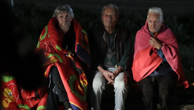 Mädchen (4) nach 17 Stunden aus Trümmern gerettet (Bild: AP)