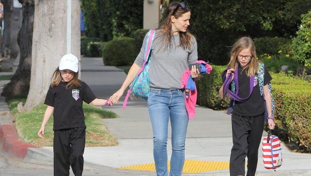 Jennifer Garner mit ihren Töchtern Violet und Seraphina (Bild: Viennareport)