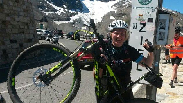 Nur die Erinnerung bleibt: Helga Krismers Glockner-Sieg, nun ist ihr auffälliges Bike verschwunden. (Bild: Grünen NÖ)