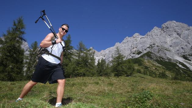 Beim Wandern holt sich Andreas Gabalier die Kraft für sein Heimspiel am Samstag. (Bild: Sepp Pail)