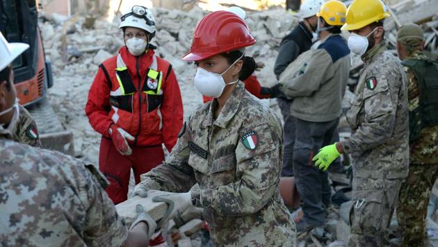 Italien: Dutzende Tote noch nicht identifiziert (Bild: Associated Press)