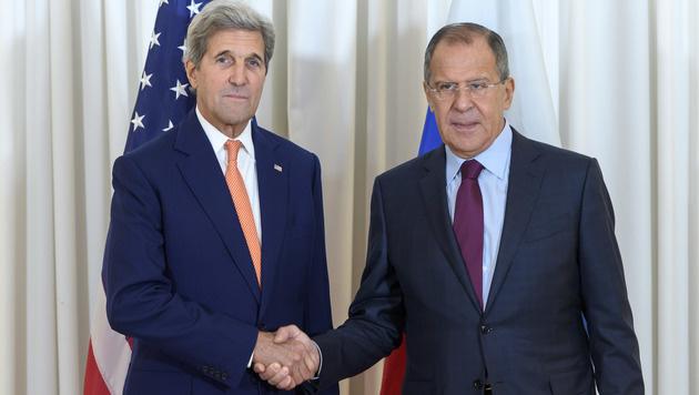 Die Au�enminister John Kerry (USA) und Sergej Lawrow (Russland) in Genf (Bild: AP)