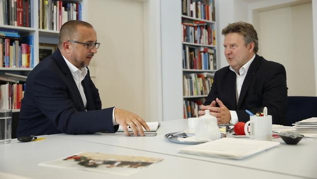 krone.at-Chefredakteur Richard Schmitt mit SPÖ-Stadtrat Michael Ludwig (Bild: Reinhard Holl)