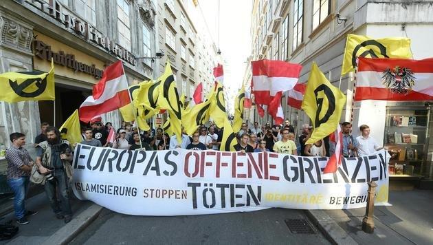 Schwaches Aufgebot bei Identitären-Demo in Wien (Bild: APA/HERBERT P.OCZERET)