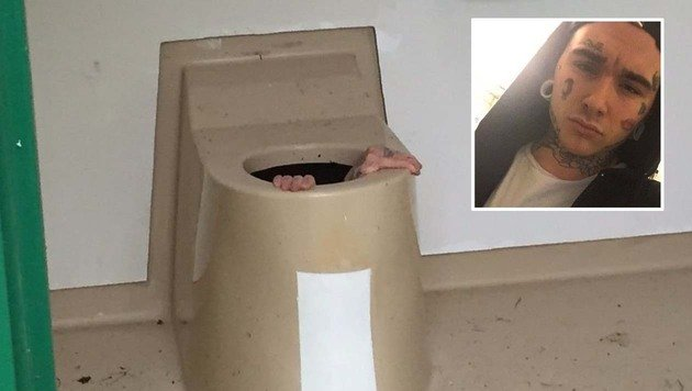 Wollte Handy aus WC retten: Norweger blieb stecken (Bild: Feuerwehr Drammen, facebook.com/Catoberntsenydg)