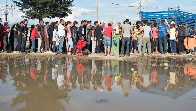 Flüchtlinge in Griechenland (Bild: APA/AFP/TOBIAS SCHWARZ)