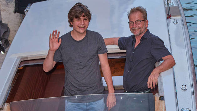 Montagabend kam Ulrich Seidl mit  Sohn Samuel am Lido an. (Bild: Starpix/Alexander TUMA)