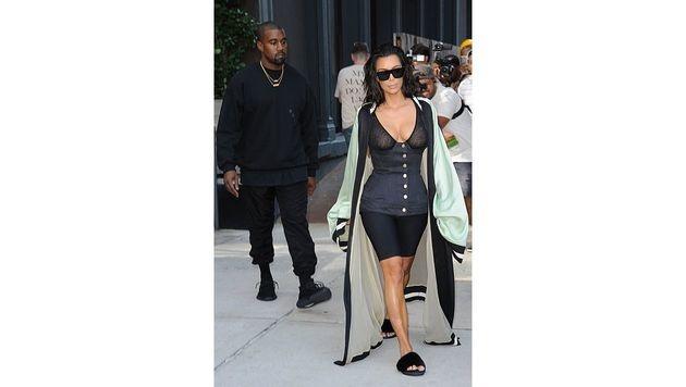 Kim Kardashians Outfit war etwas gewöhnungsbedürftig. (Bild: Viennareport)