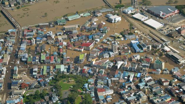 Mindestens zehn Tote durch Taifun in Japan (Bild: AP)