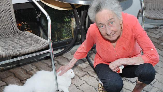 """Ilona und ihre Katze """"Mischa"""" (Bild: Franz Crepaz)"""