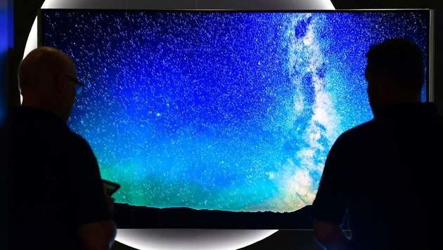 Tasten auf der TV-Fernbedienung haben ausgedient (Bild: AFP)