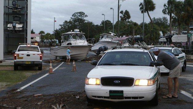 Viele Jachten sind durch den Wirbelsturm auf die Uferstra�en geschleudert worden. (Bild: APA/AFP/GETTY IMAGES/Brian Blanco)