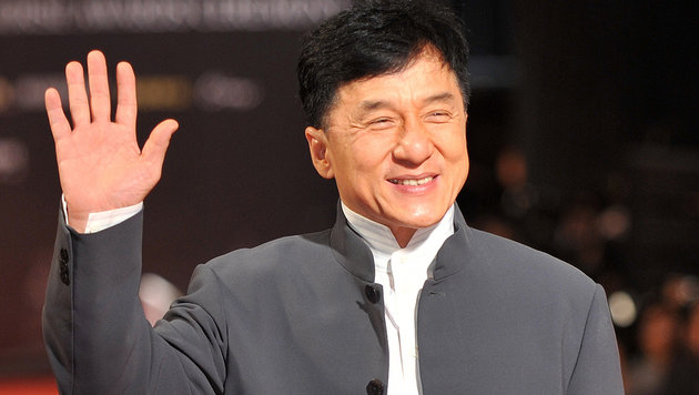 Jackie Chan erhält Oscar für sein Lebenswerk (Bild: APA/AFP/PATRICK LIN/picturedesk.com)