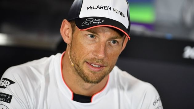 Jenson Button räumt Cockpit bei McLaren (Bild: AFP)