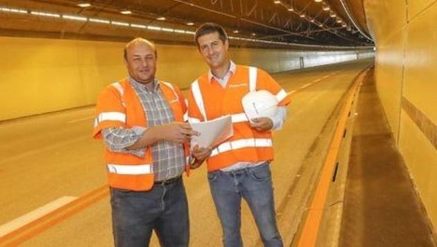 Viel Licht, maximale Sicherheit: Bernd Walter Huber und Hanspeter Treichl im renovierten Tunnel. (Bild: Markus Tschepp)