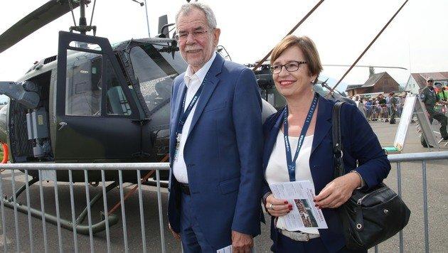 Präsidentschaftskandidat Alexander Van der Bellen ließ sich die Airpower16 nicht entgehen. (Bild: Jürgen Radspieler)