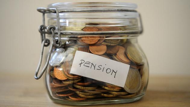 Kern und Stöger wollen 100 Euro extra für Rentner (Bild: APA/Roland Schlager)