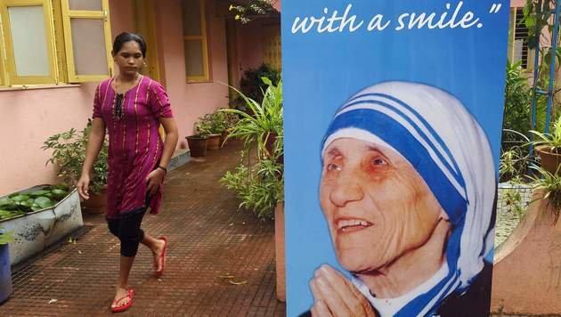 Papst Franziskus sprach Mutter Teresa heilig (Bild: AFP)