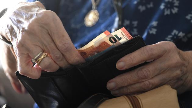 Blecha will 100 Euro mehr für jeden Pensionisten (Bild: APA/HARALD SCHNEIDER)