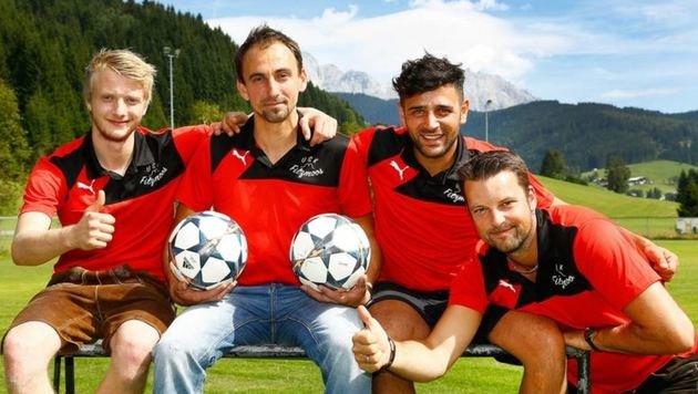 Rettenwender, Jamrich, Türkmen und Coach Lienbacher (v.li.) freuen sich über ihren  Erfolgslauf. (Bild: Gerhard Schiel)