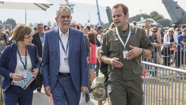 Alexander Van der Bellen bei der Airpower-Show in Zeltweg (Bild: APA/ERWIN SCHERIAU)